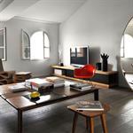 Salon lumineux au mobilier design