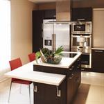 Cuisine contemporaine acier brossé et meubles chocolat