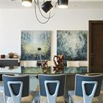 Salle à manger originale dans les teintes bleues