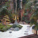 La création de ce jardin encaissé de 110 m² nous a donné