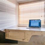 Bureau design en bois clair