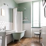 Salle de bain au mobilier de style ancien