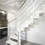 Escalier en métal blanc