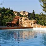 Extérieur de style régional avec piscine