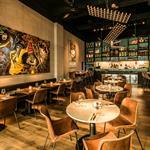 """Habillage mural du Restaurant """"De Kroon"""" à Amsterdam - Vue de la salle"""