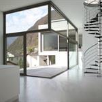 Escalier métallique en colimaçon dans salon