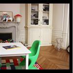 Décoration d'une chambre d'enfant avec couleur pop